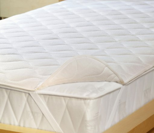 Yatak Alezlerini 3 grupta sıralayabiliriz;<br /> <br /> 1-Sivi gecirmez,hava geçirir membran film kapli kumaş ile fitted veya köşelerden lastik geçmeli olarak hazırlanan yatak koruyucuları.<br /> 2-Silikon elyaf dolgulu kapitone edilmiş dört köşe lastik geçmeli veya fitted yatak alezleri.<br /> 3- Uyku pedi uygulaması ile yatak koruyucuları.<br /> Bu ürünler istenilen ölçüde üretilebilir.<br /> <br />