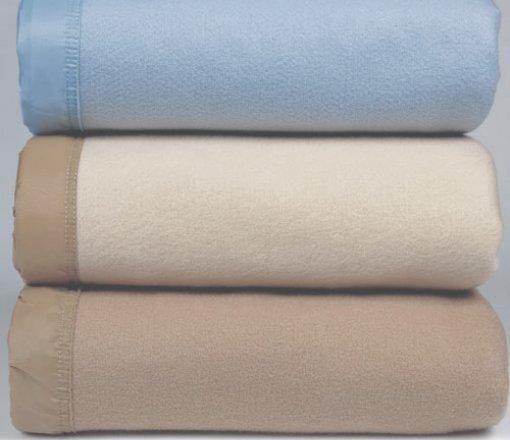 Otel tipi akrilik battaniyeler<br /> Akrilik pamuk karışımı battaniyeler<br /> Polar battaniyeler istenilen renk ve ebatta üretilebilir.