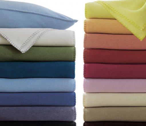 Hastane kullanımına uygun antibakteriyel uygulamalı üretilen akrilik veya polar battaniye çeşitleri.