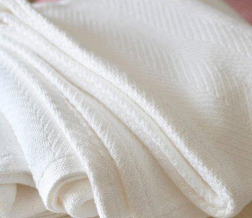 Düz veya Kurum logosu jakar dokuma ile hazırlanan antibakteriyel uygulamalı pikeler.