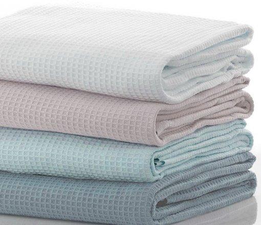 %100 cotton 260gr/m2 ağırlıktan 380gr/m2 ağırlığa kadar armürlü ve jakarlı olarak istenilen ebat ve renklerde üretim yapılmaktadır.<br /> Kenarlar biyeli olarak üretilerek kullanım ömrü uzatılmaktadır.