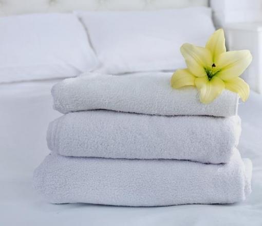 Düz veya Kurum logosu jakar dokuma ile yapılan istenilen ağırlık ve renkte üretilebilen havlular.