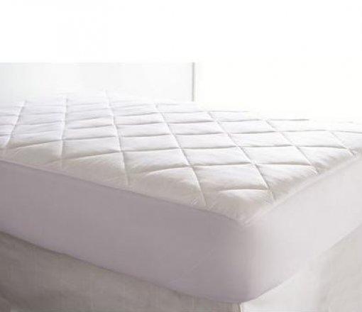 Uyku pedi hem yatak konforunu artırıcı hem de koruyucu olarak üretilen bir ürünümüzdür.<br /> Bu ürünümüzün alt yüzeyi membran film kaplı (sıvı geçirmez,hava geçirir) ,üst yüzeyi ise pamuk kumaş kapitone olarak hazırlanmaktadır.<br /> İstenilen ölçüde üretilebilir.