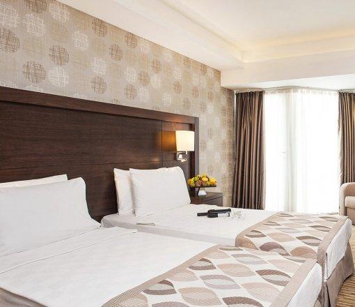 Yatak örtü ve şalları otel oda dekorasyonunun vazgeçilmez bir üründür.<br /> Tercih edilen dizayn ve kombinlerde kırlentlerle birlikte kullanılan ürünlerdir.