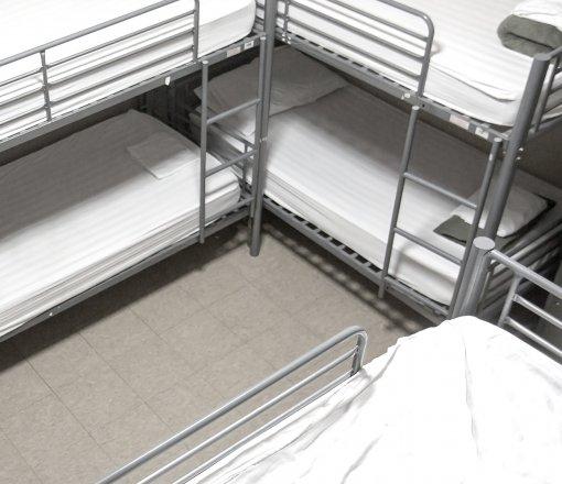 Öğrenci yurtları ve işçi kampları için renkli ve beyaz istenilen kalitede %100 pamuk ve %50-%50 pamuk-polyester kumaşlardan üretim yapılmaktadır.